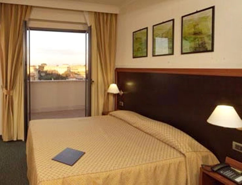 Smooth-Hotel-Rome-West