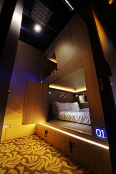 Cube-Boutique-Capsule-Hotel-@-Kampong-Glam