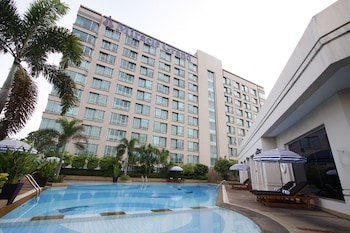 Miracle-Grand-Convention-Hotel-