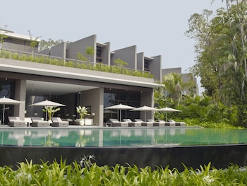 The-Club-Residences-by-Capella-Singapore