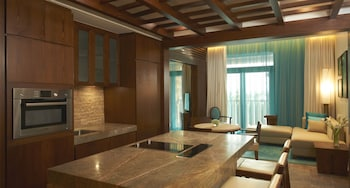 Sofitel-Dubai-The-Palm-Luxury-Apartments